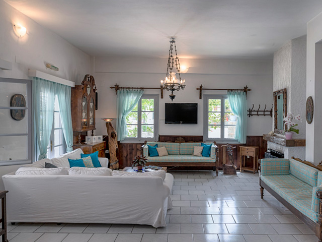 Cavos Studios and Apartments -