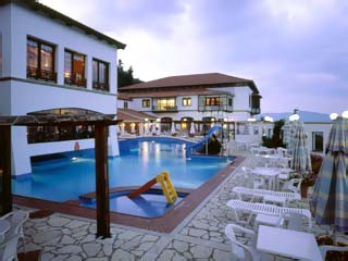 Montana Club Hotel - Swimming Pool at night