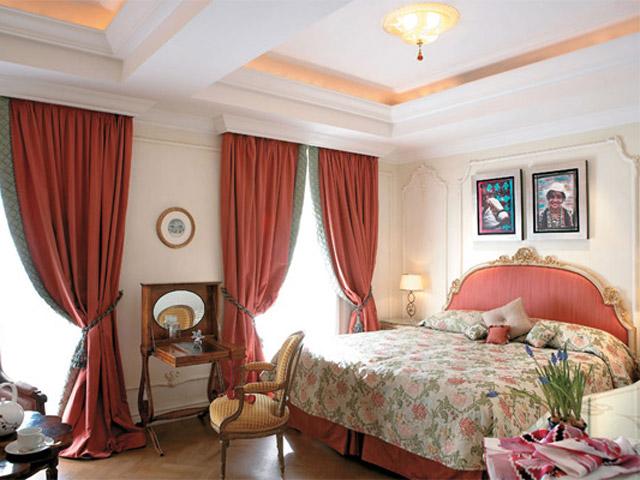 King George Palace - Acropolis Deluxe Guestroomd Bedroom