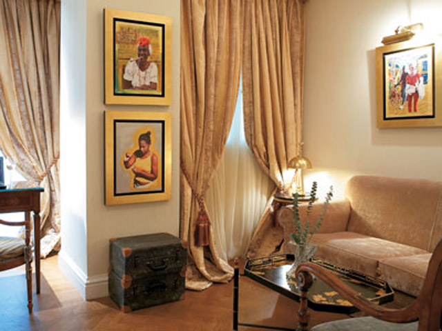 King George Palace - Deluxe Guestroom Living Room