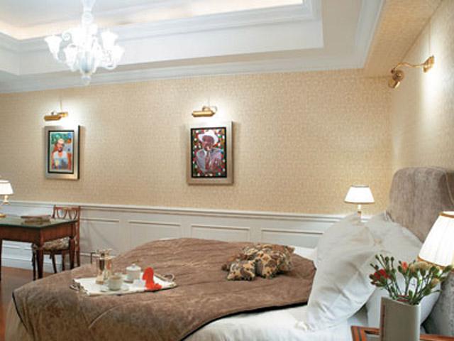 King George Palace - Premier Guestroom Bedroom
