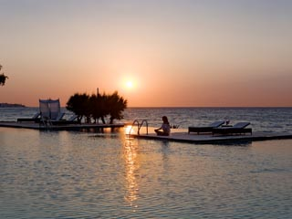 SunPrime Miramare Beach - Sunset at the pool