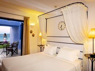SunPrime Miramare Beach - Bedroom of waterfront Suite