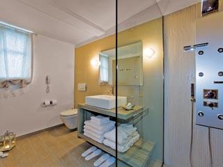 SunPrime Miramare Beach - Bathroom of waterfront villa