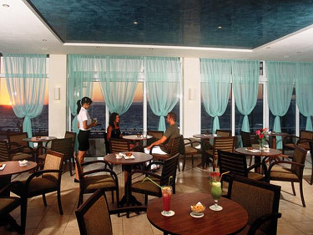 Belvedere Beach Hotel - Bar