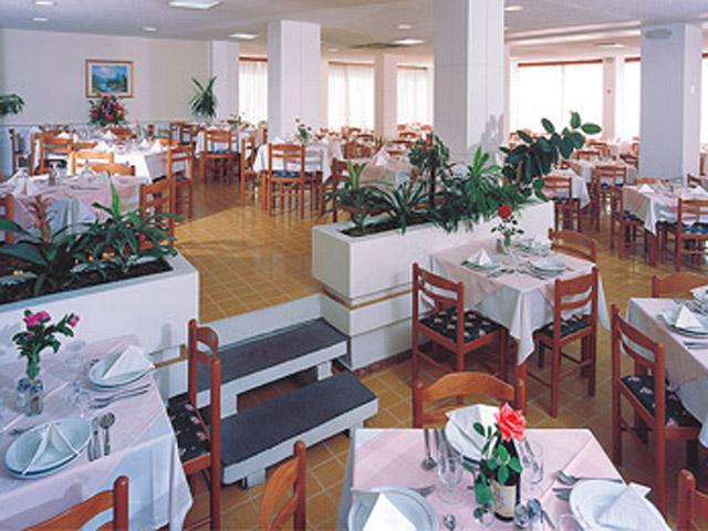 Belvedere Beach Hotel - Restaurant