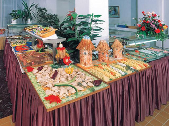 Belvedere Beach Hotel - Buffet