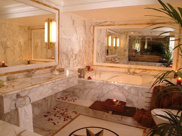 Royal Olympic Hotel - Bathroom