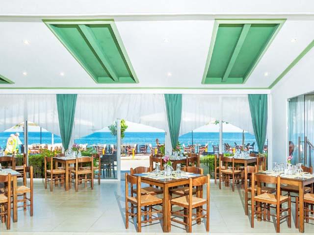 Dolphin Beach Hotel -