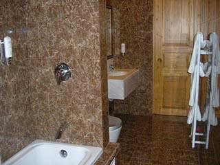 Kyveli Suites - Bathroom