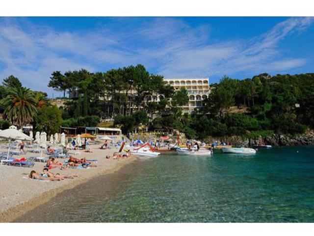 Akrotiri Beach Hotel -