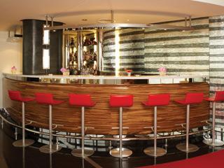 The Jumeirah Beach Hotel & Beit Al BaharBars & Lounges - Uptown