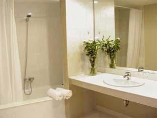 Limneon Resort and SPA - Junior Suite Bathroom