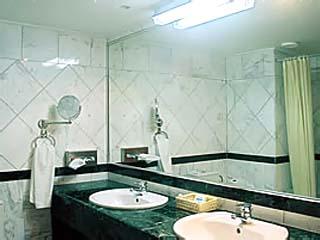 Arcadia Hotel - Bathroom