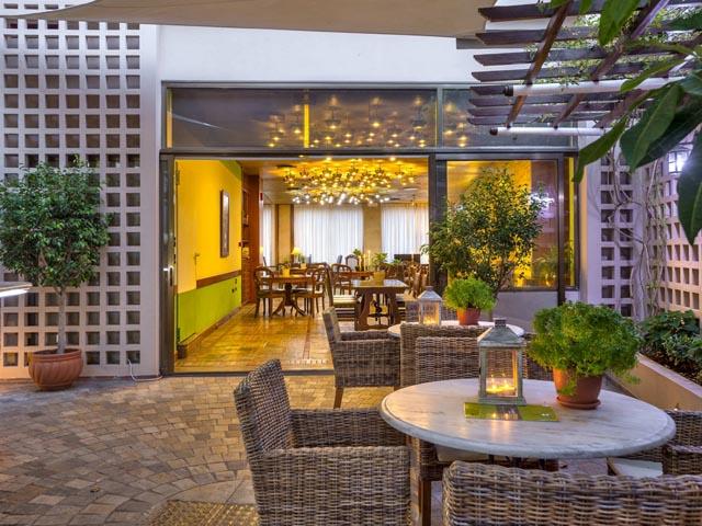 Akali Hotel -