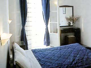 Gryspo's Hotel - Room