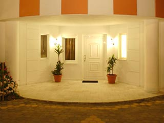 Vergis Epavlis Luxurious Suites - Entrance