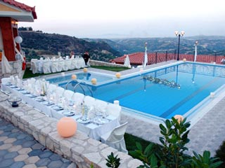 Vergis Epavlis Luxurious Suites - Swimming Pool
