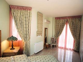 Vergis Epavlis Luxurious Suites - The House of Flowers