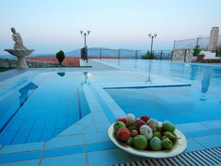 Vergis Epavlis Luxurious Suites - Swimming Pool