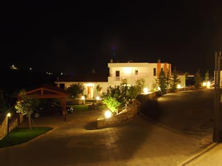 Vergis Epavlis Luxurious Suites - Exterior View at Night