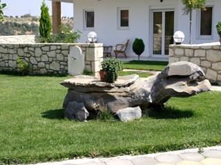 Vergis Epavlis Luxurious Suites - Exterior View