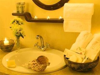 Petra Hotel and Suites - Bathroom