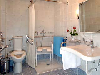 Eria Resort (Hotel for disabled persons) - Bathroom