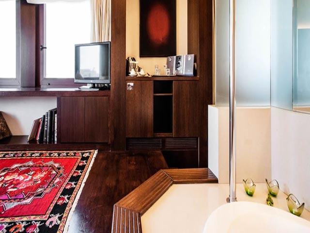 Lazart Hotel (ex. Les Lazaristes) -