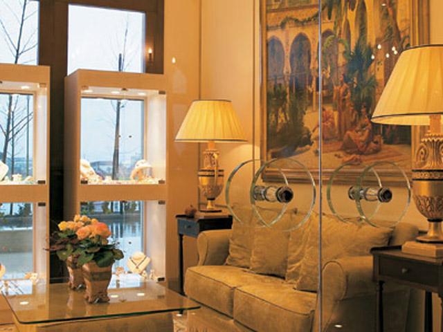 Larissa Imperial - Classical Hotels - Shop