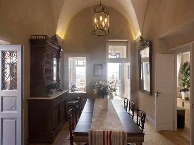 Oia Mansion -