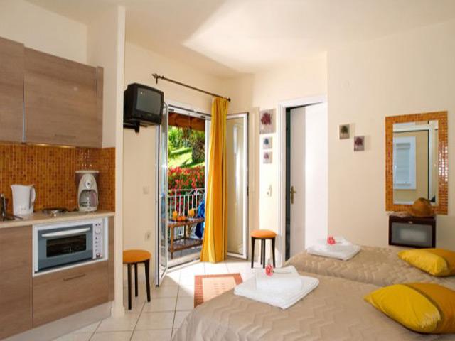 Chrismos Luxury Suites and Studios -