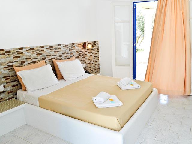 Glaronisia Hotel -