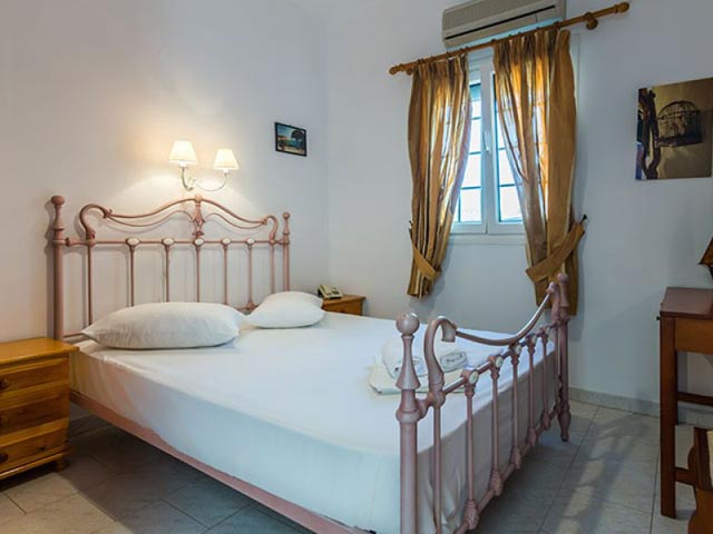 Giourgas Studios and Apartments -