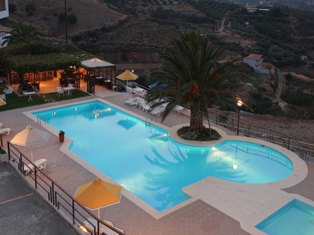 Pella Mare Apartments -