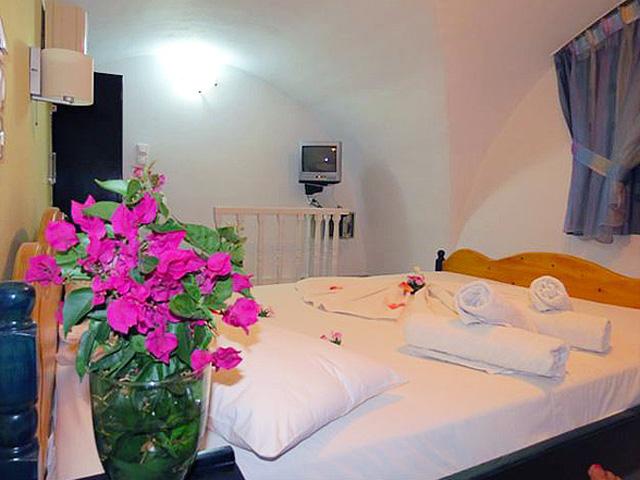 Honeymoon Beach Hotel -