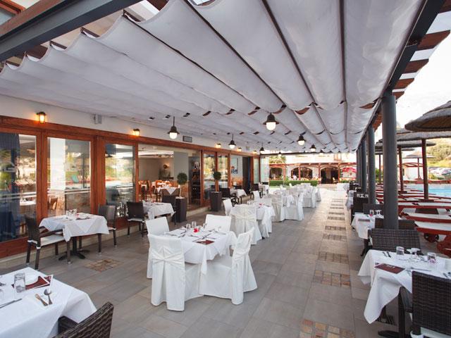 Alianthos Garden Hotel - Outdoor Restaurant