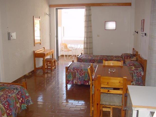 Mamouzelos Apartments & Studios -