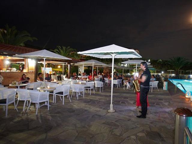 Akrathos Beach Hotel -