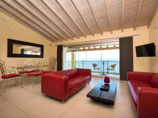 9 Muses Sea View Studios -