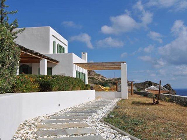 Bravos Hill Residence -