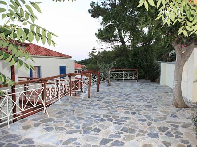 Stafylos Suites -