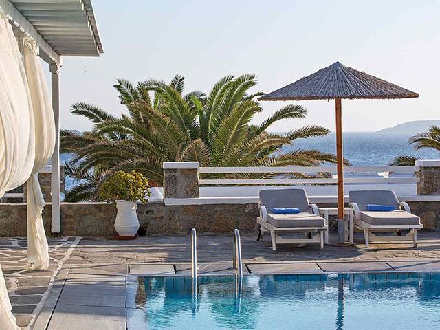Manoulas Beach Resort -