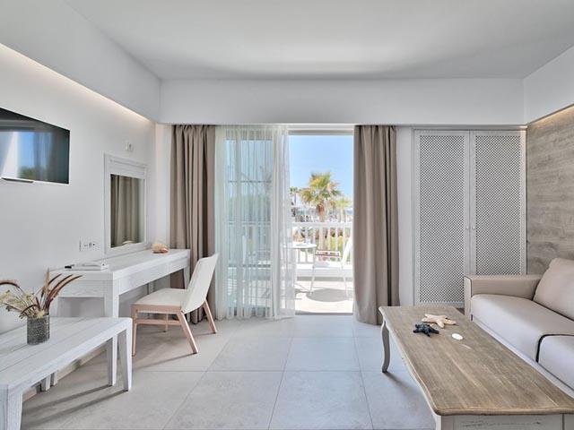 White Pearls Luxury Suites -