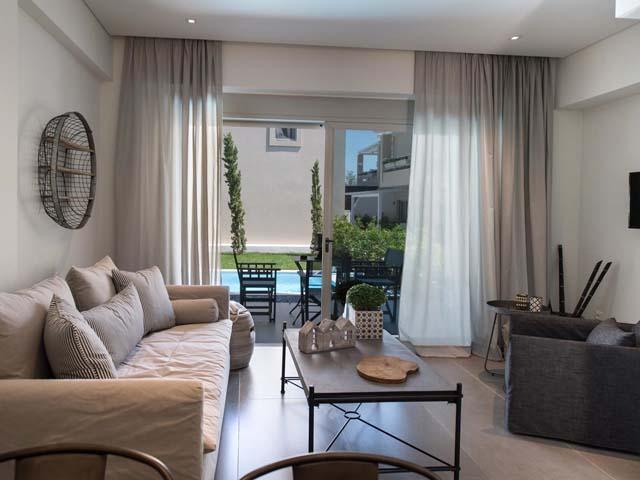 Crystal Waters Aparthotel -