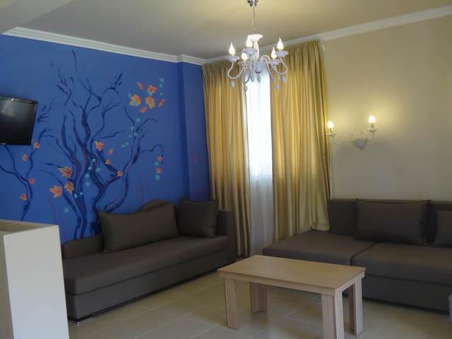Leonidas Apartments -