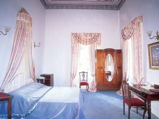 Loriet Hotel - The old Mansion House - Room
