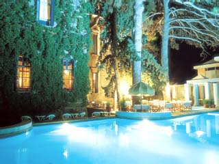 Loriet Hotel - The old Mansion House - Swimming Pool at Night