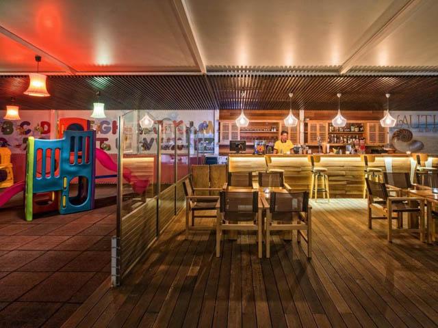 Lagomandra Beach Hotel & Suites -