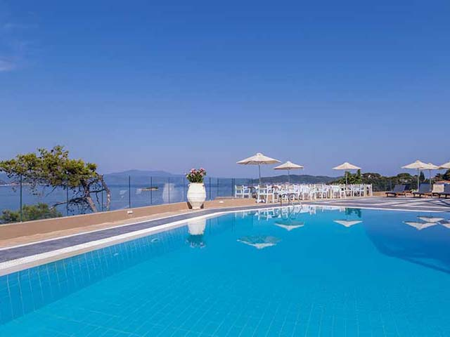 Cape Kanapitsa Hotel and Suites -
